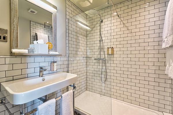 hotel ensuite bathroom